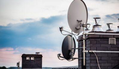 Aufstellen einer Satellitenschüssel